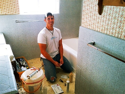Repairing and Refinished Cracked Wall by Todd's Bathtubs